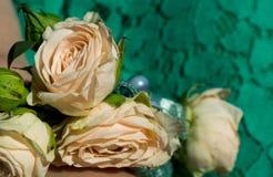 Gifta sig det rosa armbandet Royaltyfria Foton