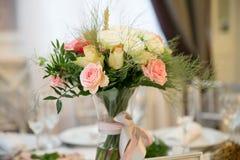 gifta sig för blommor för bukett brud- Romantisk blommande dekor, decorat royaltyfri fotografi