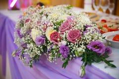 gifta sig för blommor för bukett brud- Romantisk blommande dekor, decorat arkivbild