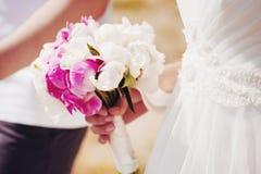 gifta sig för blommor rosa white Royaltyfri Fotografi