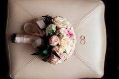 gifta sig för cirklar för bukett brud- Arkivfoton
