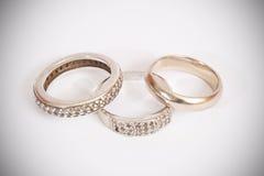 gifta sig för förlovningsringar Arkivbild