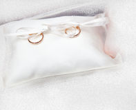 gifta sig för guldcirklar Arkivbild