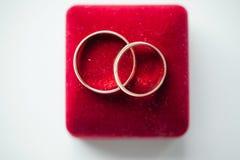 gifta sig för guldcirklar Arkivbilder