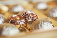 gifta sig för guldcirklar Royaltyfri Bild