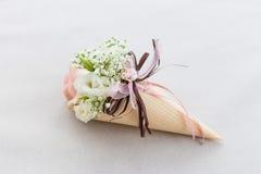 Gifta sig för kronblad för korgar rosa Royaltyfria Bilder