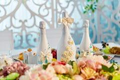 Gifta sig garneringar och champagneflaskgarnering för att gifta sig Royaltyfri Bild