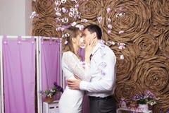 Gifta sig härliga par arkivbild