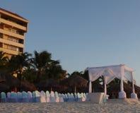 Gifta sig i strand Arkivbild