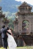 Gifta sig i templet Royaltyfri Bild