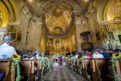 Gifta sig kyrkan royaltyfria bilder