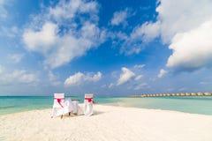 Gifta sig på stranden royaltyfria foton