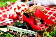 Gifta sig röda skor och den retro spelaren Royaltyfri Fotografi