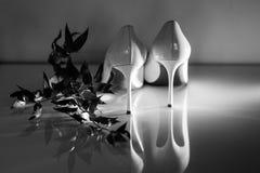 Gifta sig skor av bruden, mode arkivfoton
