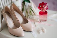 Gifta sig skor av bruden, mode royaltyfria foton