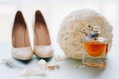 Gifta sig skor av bruden, mode royaltyfri bild