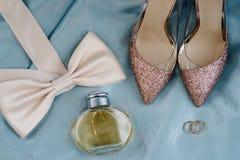 Gifta sig skor av bruden, mode royaltyfri fotografi