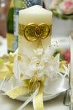 Gifta sig stearinljuset, härd, familj, garneringar som gifta sig detaljer Arkivfoto