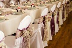 Gifta sig stolar och tabellen Arkivbild