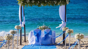 Gifta sig tabellen på stranden Royaltyfri Foto