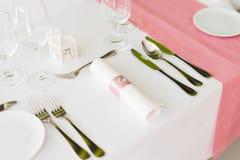 Gifta sig tabellinställningar med garnering Arkivfoton