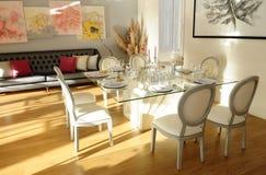 Gifta sig tabellinställningen, romantiskt ljus och garnering, elegant händelse royaltyfria foton