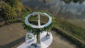 Gifta sig utomhus- ceremoni arkivfilmer