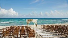 Gifta sig vid havet i Cancun Mexico Fotografering för Bildbyråer