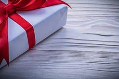Giftbox с концепцией праздников изображения красного смычка горизонтальной Стоковые Фотографии RF