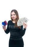 有金钱的女孩和giftbox在她的手上 免版税图库摄影