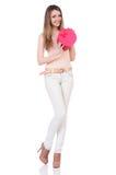 Женщина при изолированное giftbox Стоковые Изображения RF