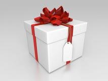 Giftbox bianco con il nastro ed il contrassegno rossi Fotografia Stock Libera da Diritti