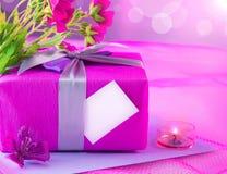 Giftbox rosado para la madre Foto de archivo libre de regalías