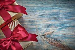 Giftboxes sul concetto d'annata di feste dello spazio della copia del bordo di legno Fotografie Stock Libere da Diritti