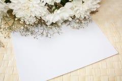 Giftcard en bloemen Royalty-vrije Stock Afbeeldingen
