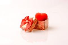 Giftdoos en een hart Stock Afbeelding