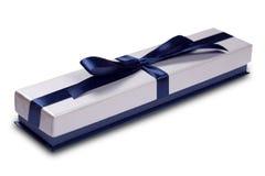 Giftdoos met de blauwe boog van het satijnlint Stock Afbeelding