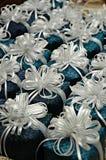 Giften met wit lint royalty-vrije stock fotografie