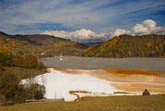 Giftig afval dichtbij Rosia Montana stock foto