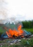 giftig avskräderök för brännskada Arkivbilder
