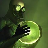 Giftige energie in menselijke handen Stock Afbeelding