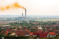 Giftige Luft über der Stadt stockbild