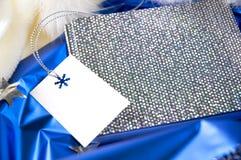 Giftkaart op zilveren notaboek Royalty-vrije Stock Foto's