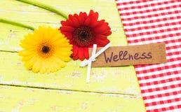 Giftkaart voor Wellness met bloemen stock fotografie
