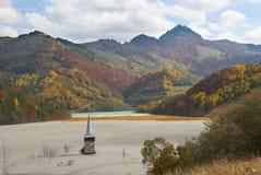 Giftlig avfalls nära Rosia Montana Arkivfoto