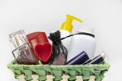 Giftmand op 8 Maart, de Dag van Valentine Schoonheidsmiddelen als gift voor het meisje stock afbeelding