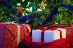 Gifts with green christmas tree Royalty Free Stock Photos