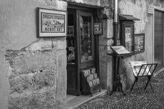 Giftshop i Orta San Giulio, Novara, Italien Arkivbilder