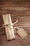Giftvakje op rustieke houten lijst stock foto's