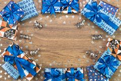 Giftvakjes samenstelling op houten lijst Vlak leg tekstruimte Stock Fotografie